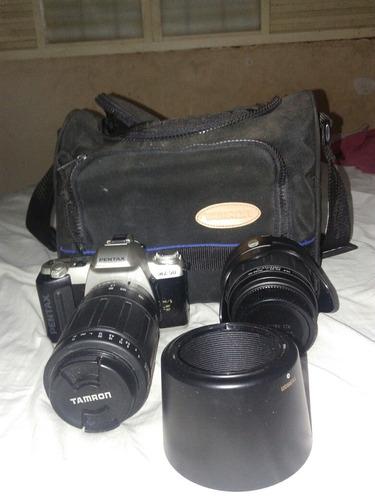 camera profissional pentax com duas lentes tamron .