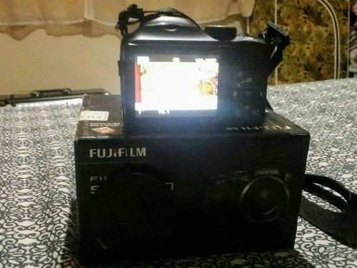 camera semi profissional, pouco usada...