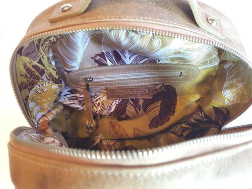 camila. mochila de cuero vacuno. directo de fábrica amarena