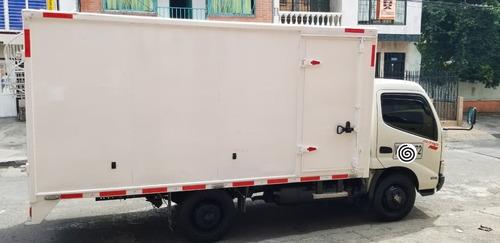 camiòn hino 300 furgòn carga seca 2017