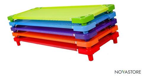 caminhas empilháveis para creches todas as cores