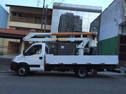caminhão cesto aéreo isolado - locação/aluguel