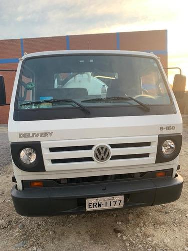 caminhão com equipamento limpa fossa e hidrojato
