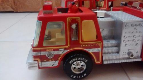 caminhão de bombeiros antigo de ferro