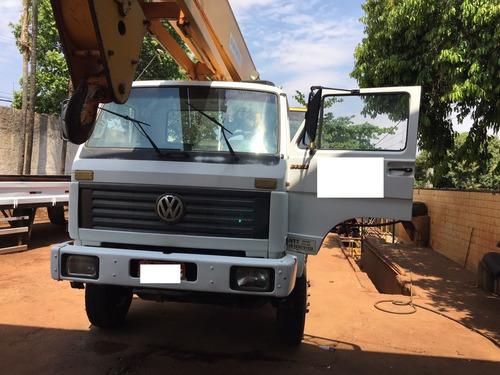 caminhão marca vw 24.220 /  marca clark modelo 720.0