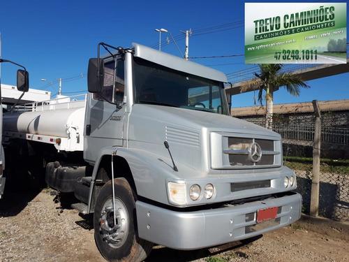 caminhão mb 1620 no tanque