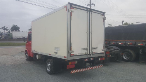 caminhão mb 710 baú frigorífico