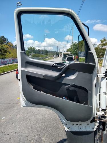 caminhão mb carroceria ano 2013