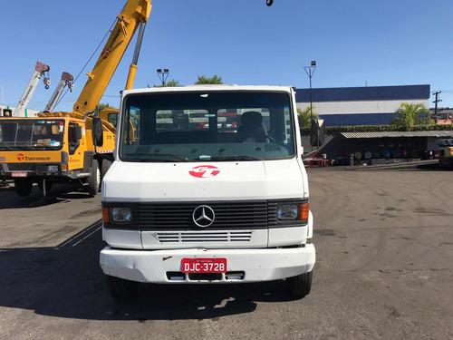 caminhão mercedes-benz 710 (2004)