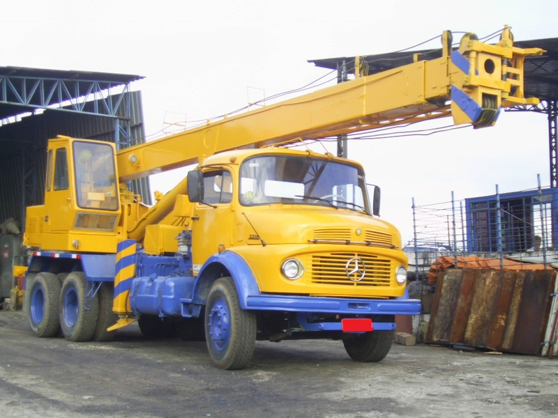 caminhão munck / guindaste