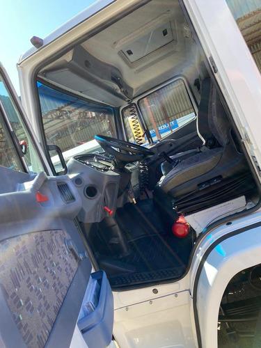 caminhão munck mb 1718 2011