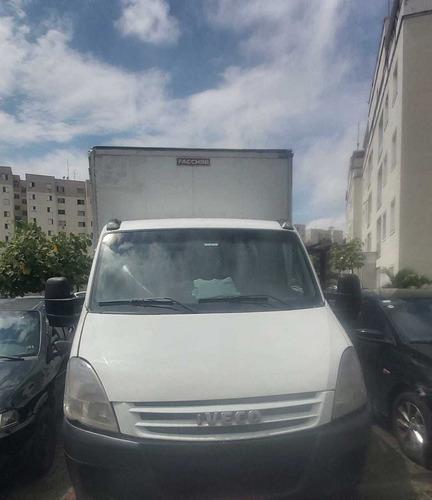 caminhão para carretos e mudança