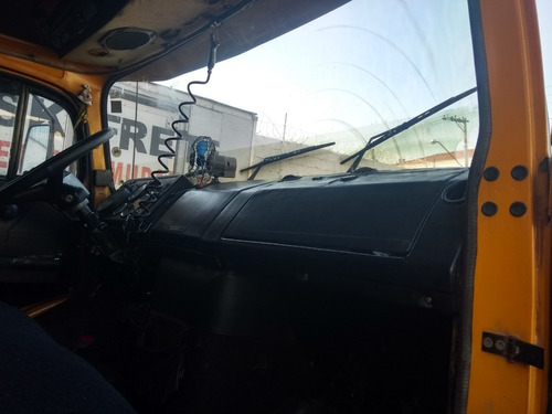caminhão reduzido trucado mb1516 baú de 8 metros