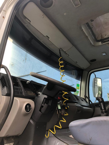 caminhão vw 31260 6x4 caçamba - ano 2011