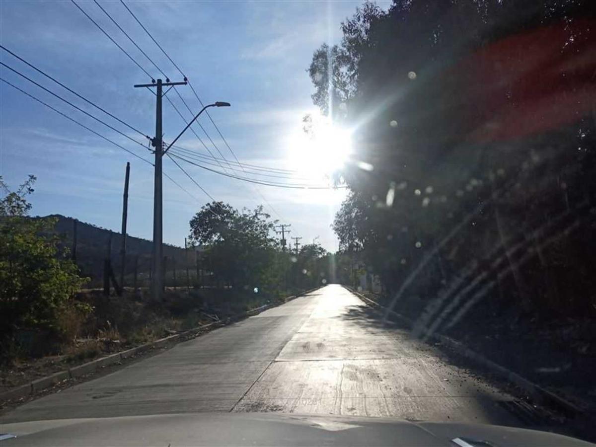 camino los pinos ( lado poniente)