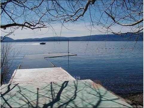 camino villarrica pucon / orilla lago