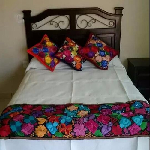 caminos de mesa/cama hechos a telar bordados a mano-chiapas