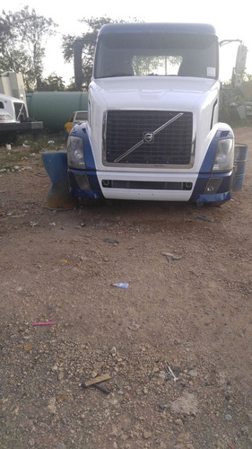 camion cabezote volvo 400hp 2004 blanco y azul doble eje