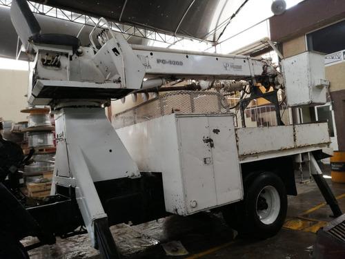 camión con equipo de perforación