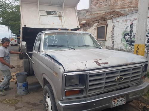 camión de carga ford 1983 gris