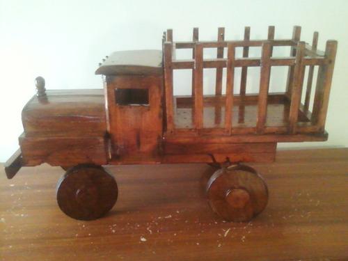 camión de madera para juguete o adorno