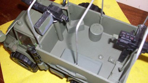 camión de plástico tuneado militar artillado y con equipo