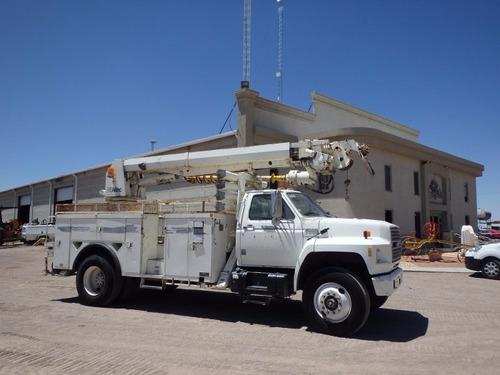 camion de servicio con grua y broca para instalacion postes