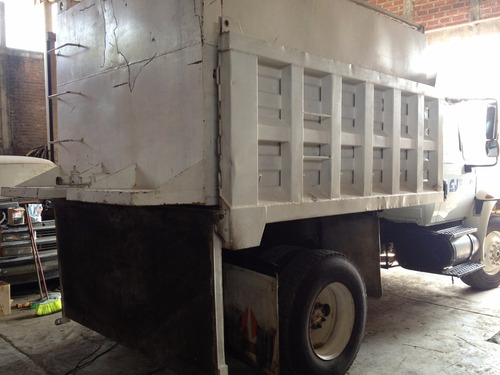 camion de volteo 7 m3. international 2003