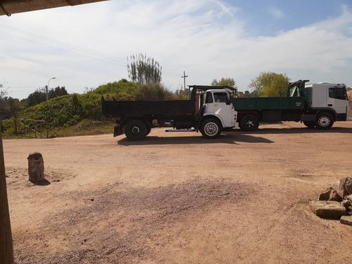 camión dodge volcadora