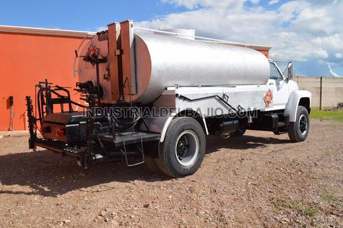 camion esparcidor de asfalto petrolizadora ford f800 1985