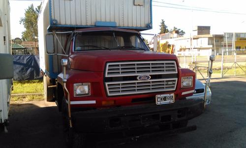 camión ford 7000 con caja mudanzera , impecable