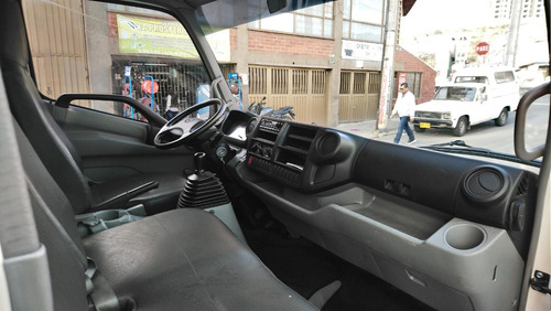 camion hino dutro max