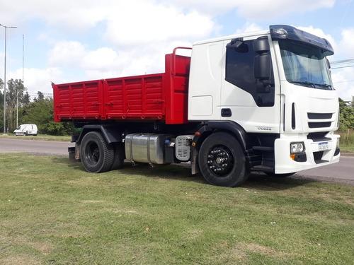 camion iveco 2018 equipado con trivuelvo