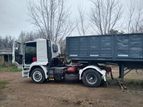 camion iveco con batea volcador bilateral