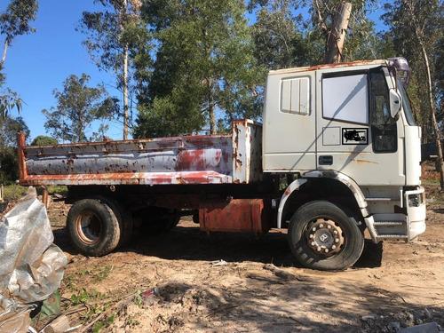 camión iveco con volcadora liquido