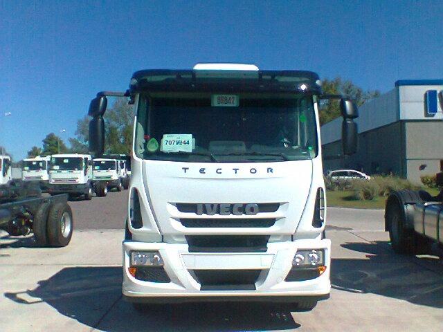 Camion iveco tector 170e28 0km en mercado libre for Camiones ford interior