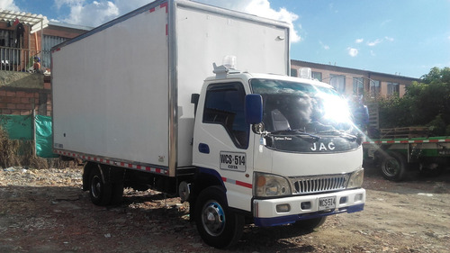 camion jac 1060, 5 ton publico furgon aislado  motor kummis
