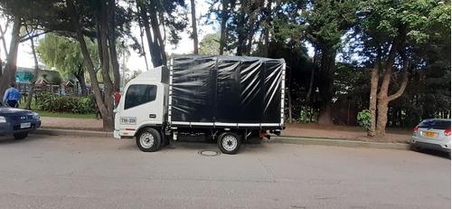 camion jac estacas