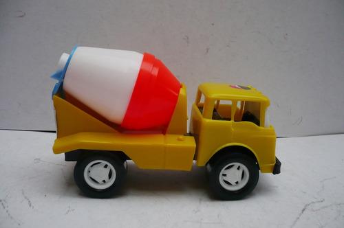 camion juguete escala