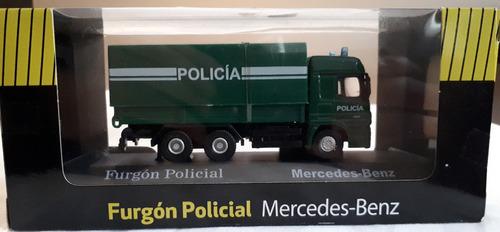 camion mercedes benz unidad de policia  escala 1:72