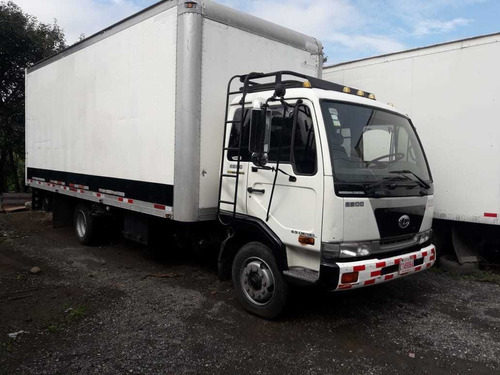 camion nissan ud 2300 año 2000