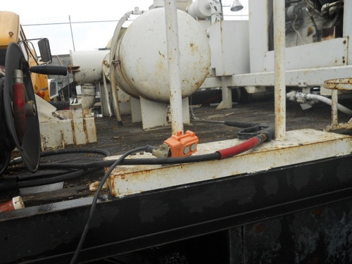 camion para desasolvar dernajes con equipo de soplador roots
