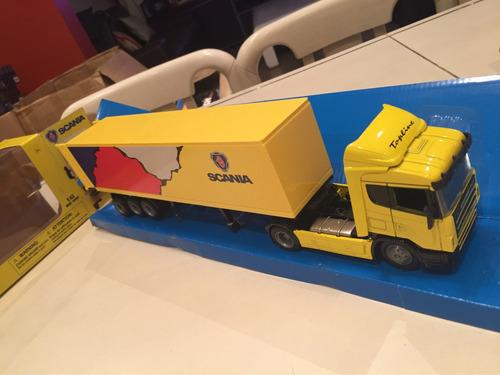 camión scania topline con semi furgón en escala 1/43