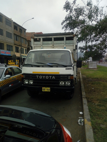 camion toyota dyna 350