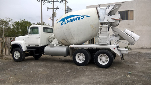 camion trompo de concreto
