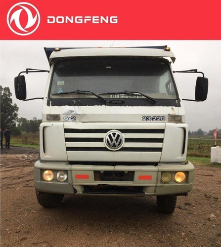 camion usado volkswagen 23 220 con volcadora y tercer eje