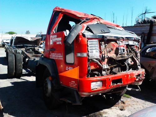 camion volvo modelo 2002 accidentada se vende en partes