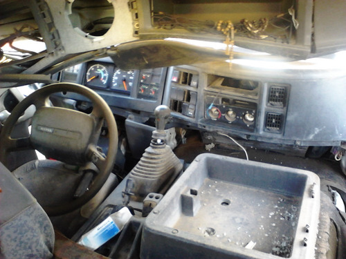 camion volvo modelo 2002 accidentado x partes