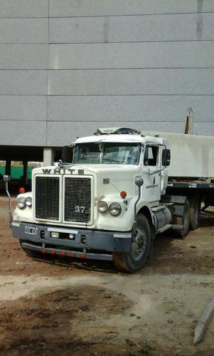 camión white