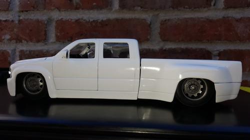camioneta chevrolelet silverado  a escala 1:24 modelo 1999